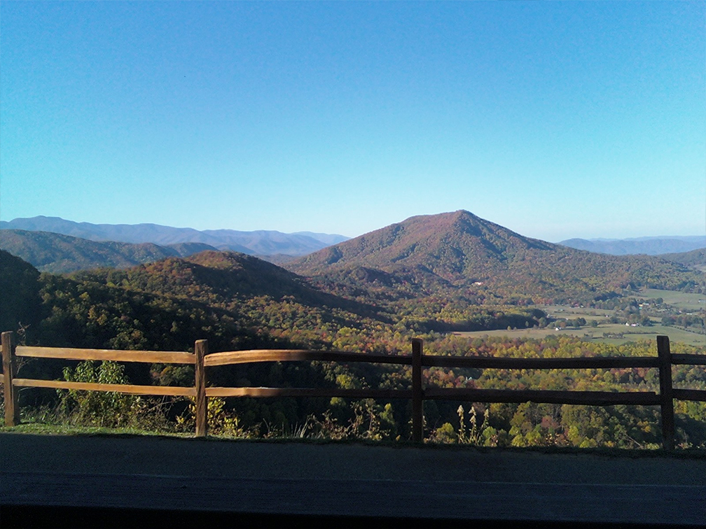 Rental cabins chalets near pigeon forge gatlinburg for Eagles view cabin sevierville tn