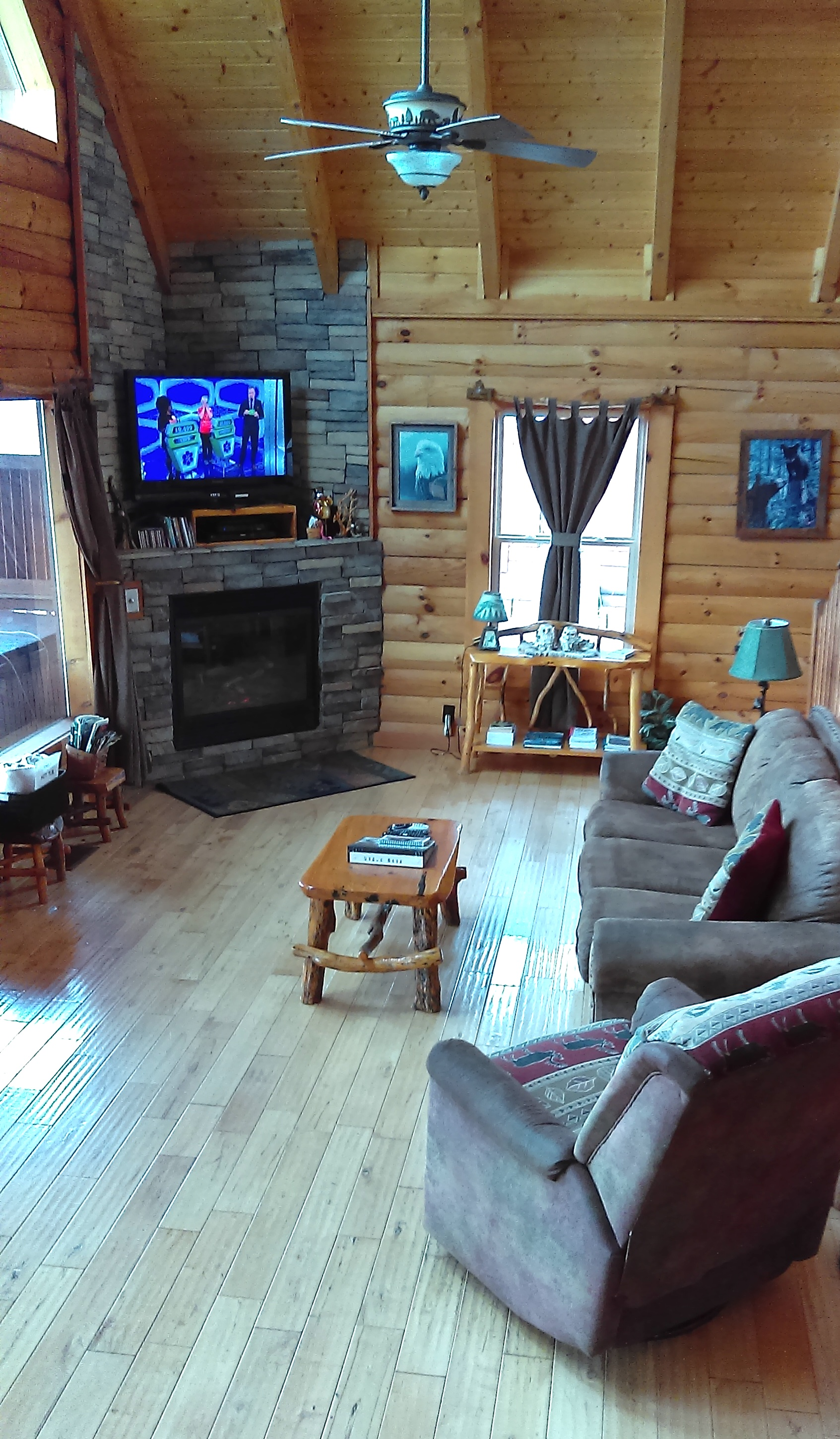 Eagles View - pet friendly accessible Cabin for Rent, Pigeon Forge