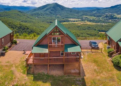 Eagles View cabin with mountain views